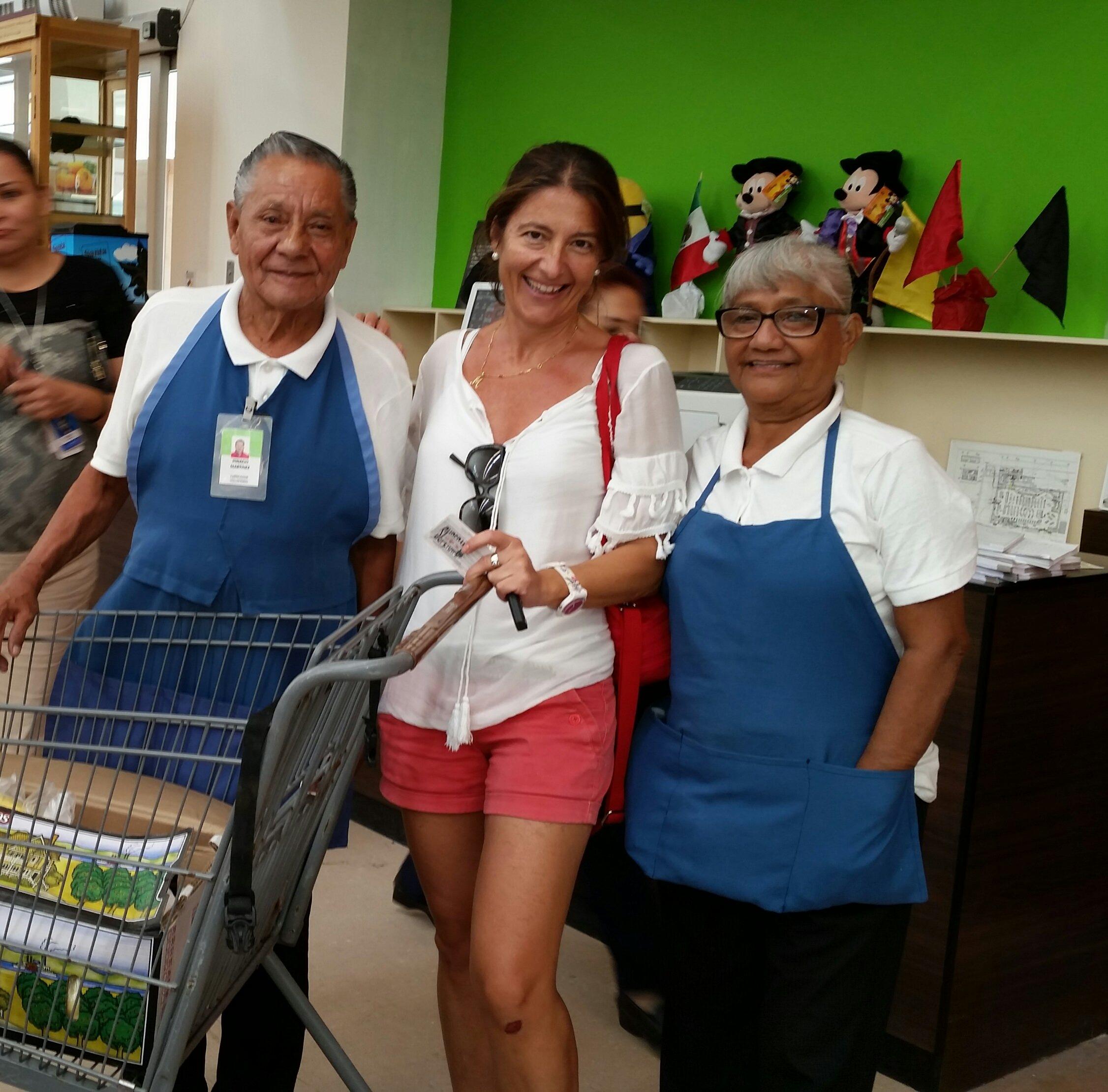 Voluntarios en los súper de Cancún